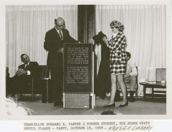 Chancellor Varner and Sue Adams Wyatt unveil plaque